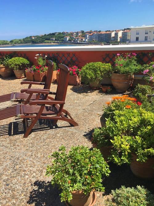 Location Saint-Jean-de-Luz (64), front de mer, appartement-villa standing - 2chambres