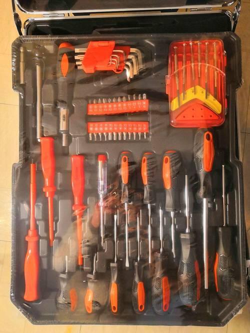 Location Valise à outils 899pièces à roulettes avec poignée