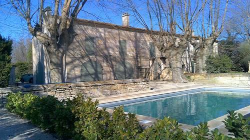 Loue appartement 100m² indépendant dans mas ancien avec piscine, 2chambres, 4couchages, Beaucaire (30)