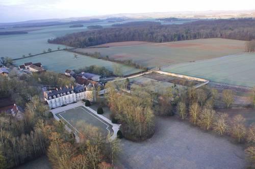 Loue chateau 18ème Piscine chauffée Tennis 15couchages Yonne (89)