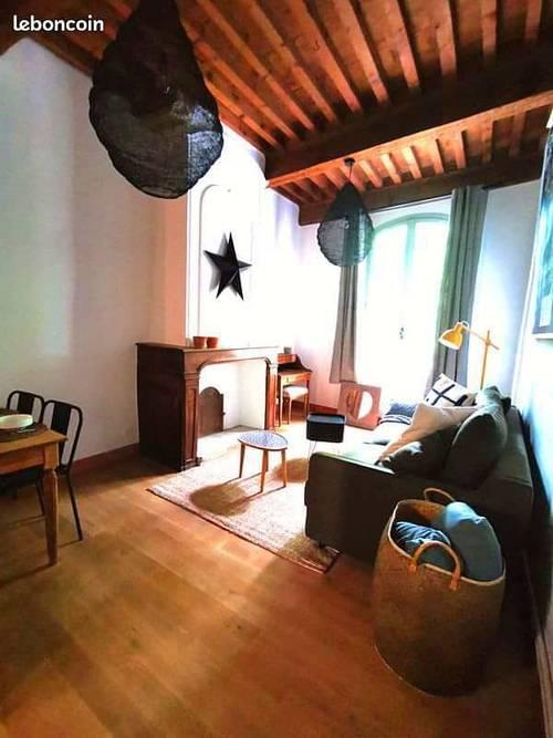Loue magnifique meublé 4couchages place aux herbes à uzès