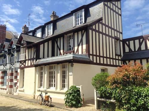 Loue maison familiale 7couchages au cœur de Deauville (14)