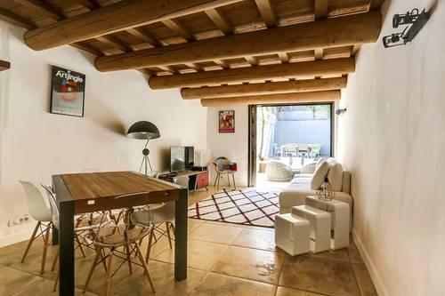 Maison Meublée avec Grand Patio et Jacuzzi Privatif Avignon
