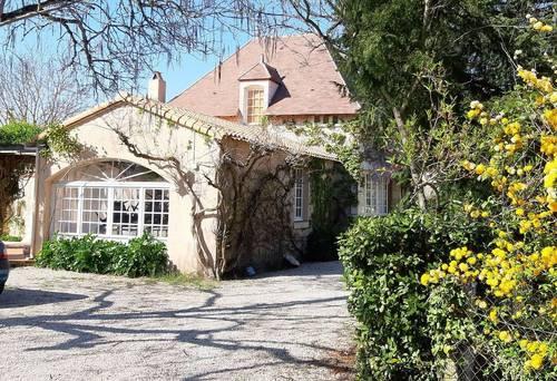 Loue Maison St Pierre de Maille 86parc et piscine 15couchages