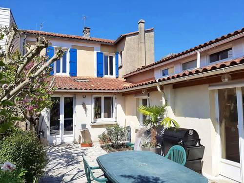Vends maison de ville rénovée avec garage et grand terrain - 200m² 9pièces - Angoulême (16)