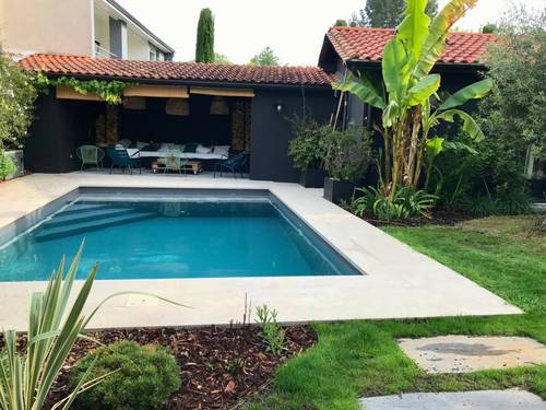 Loue maisonnette avec piscine et beau jardin - 2chambres
