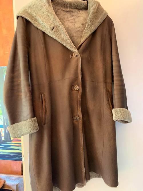 Manteau avec capuche en cuir, fourré, très bon état