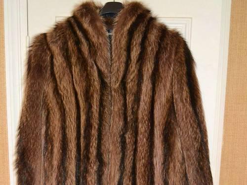 Vends manteau en fourrure de marmotte T42état neuf