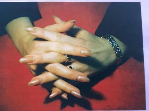 Propose services de manucure, styliste d'ongles à domicile