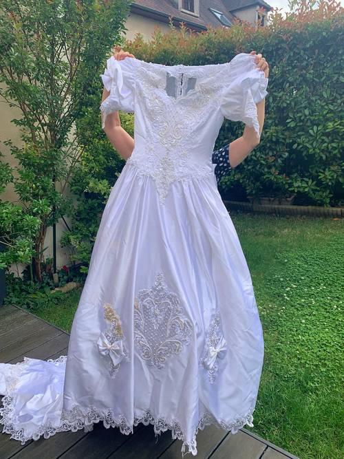 Robe de mariée Taille 40avec nombreux accessoires