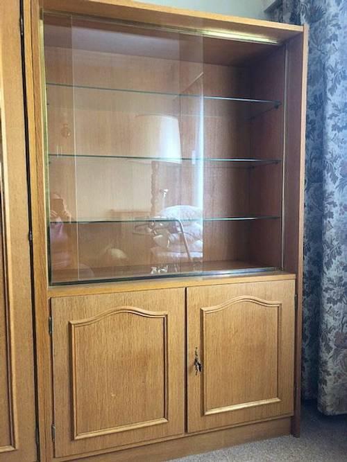 Meuble vitrine en chêne clair