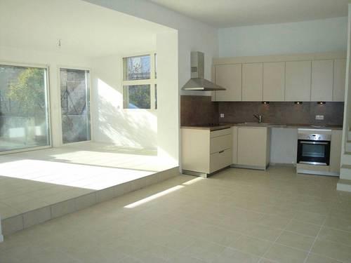 Loue appartement à Nimes Quartier Jaures Fontaine, P4rénové et lumineux sur cour intérieure - 3chambres, 84m²