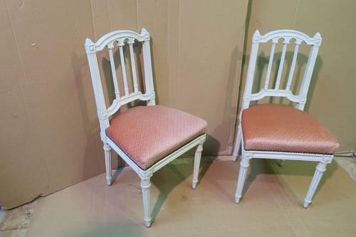 Paire de chaises de style Louis XVI