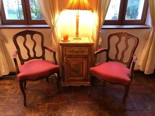 Vends paire de fauteuils style Louis XV refaits à neuf