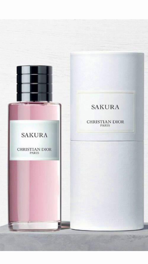 Parfum Sakura neuf sous emballage 40ml