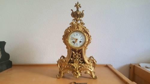 Pendule en bronze doré style Louis XV XIXe