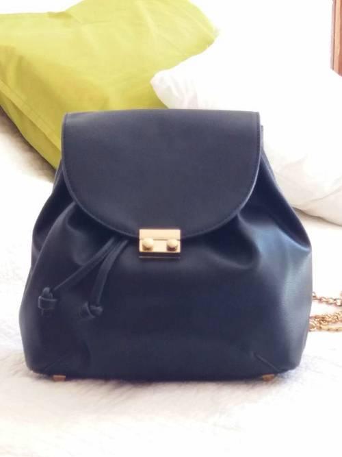 Joli petit sac à dos noir chic et pratique