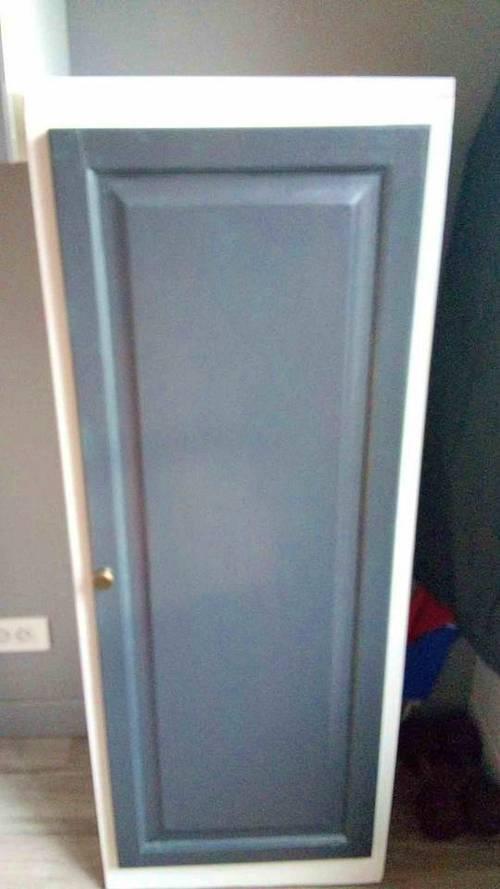 Petite armoire en bois peint