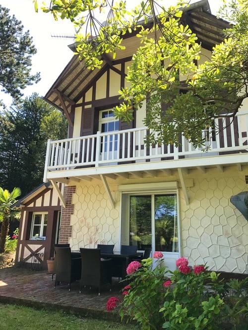 Loue petite maison de charme, 2chambres, 3à 4couchages, proche plage, à Trouville (14)
