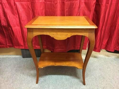 Petite table bureau en merisier