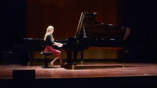 Pianiste étudiante Pôle Sup d'Aix propose cours de piano à domicile