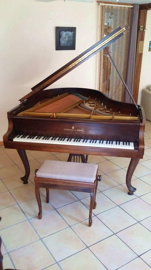 Piano à queue Steinway Chippendale