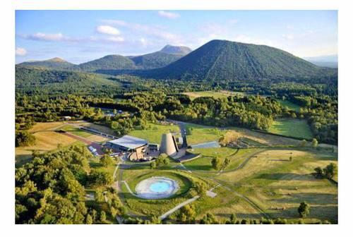 Places pour «Vulcania», parc de loisirs et d'apprentissage