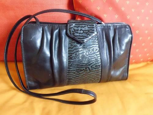 Vends sac à main / Pochette noire, tout cuir, bandoulière amovible