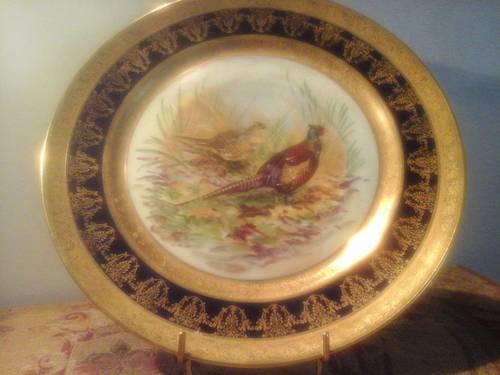 Plat en porcelaine de Limoges, décor chasse, bleu de four et or