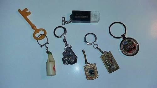 6porte clefs d'époque différentes