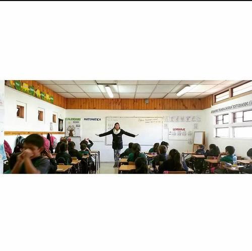 Professeur d'éducation primaire propose ses services