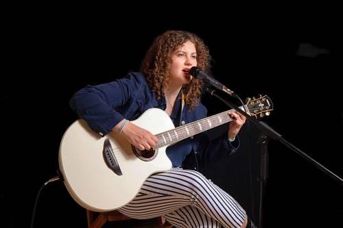 Propose cours de guitare et chant à Lyon et Villeurbanne