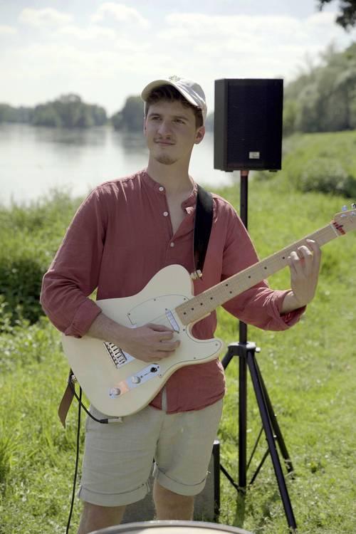 Propose cours de guitare à Tours quartier Rabelais