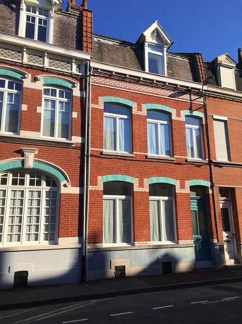 Propose une chambre dans colocation de 185m² de 4jeunes pro maison Lille (59)