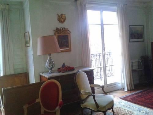 Propose une chambre dans colocation durée limitée- Paris 15ème