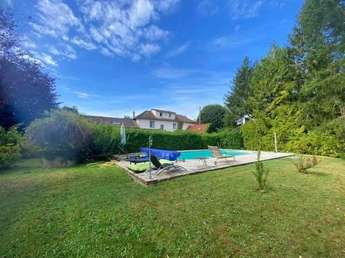 Vends propriété de 310m² sur un terrain de 3200m² -10pièces-Les Cerqueux (78)