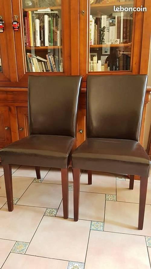 Quatre chaises simili cuir