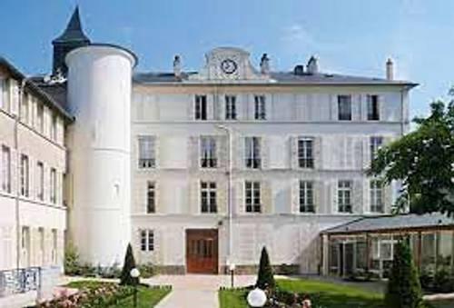 Recrute Adjoint de direction en EHPAD- Poste CDI - H/F - St Germain en Laye