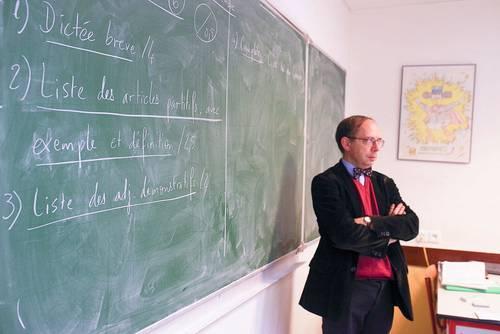 Recrute professeur de Lettres collège-lycée privé Courbevoie