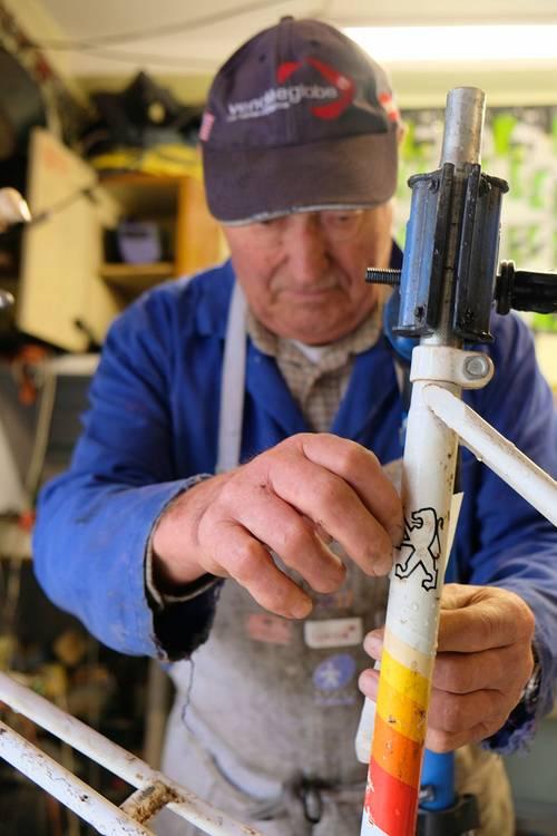 Retraité ancien pro répare tous vélos à Nantes, matériel professionnel