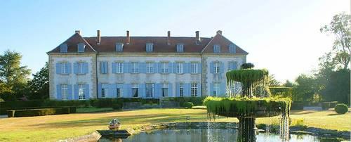 Location au château à Saint Junien les Combes (87)) 12couchages