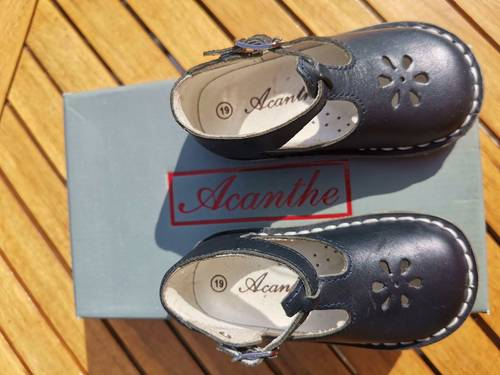 Sandale acanthe taille 19