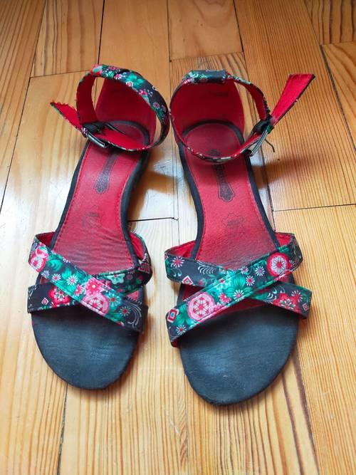 Sandales / nu-pieds en cuir & tissu noir & rouge à motifs floraux 37