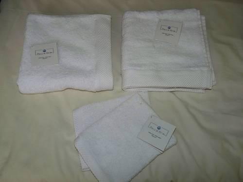 Serviettes et gants de toilette neufs
