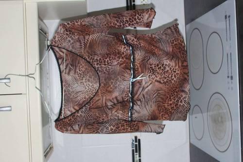 Tee-shirt marron et noir tigré, taille S