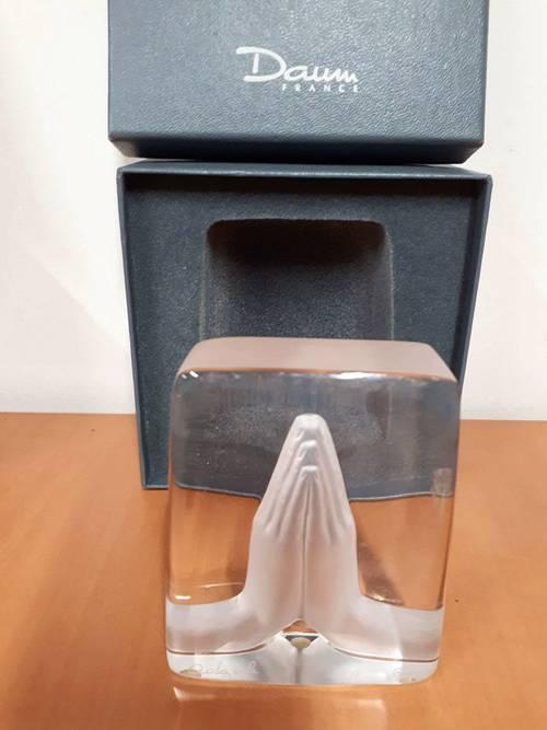 Superbe Daum en cristal «Les Mains jointes »