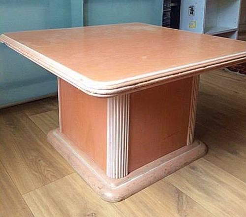 Table basse contemporaine en hêtre beige saumonné clair