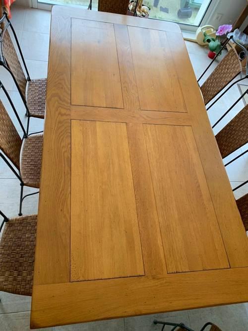 Table chene massif contemporaine avec pieds fer forgé