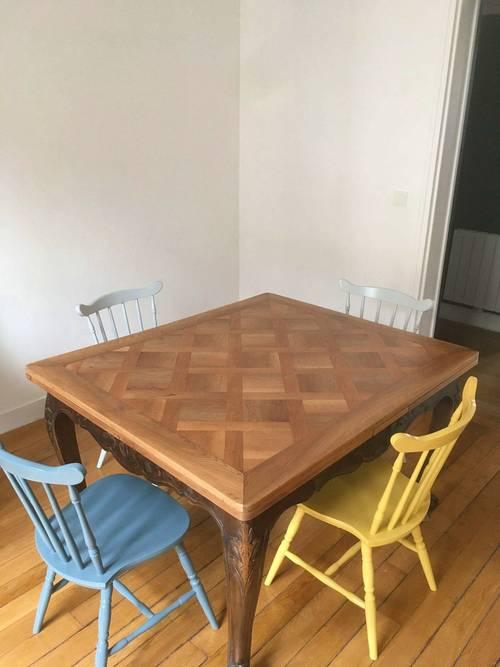 Table en marqueterie (6à 10couverts)