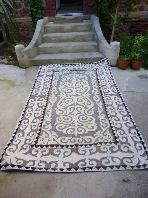 Tapis en laine kirghize fait main (148x240cm)